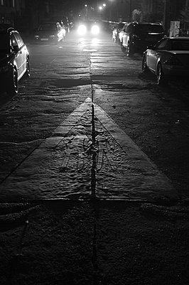 Side street - p627m1035268 by Hendrik Rauch