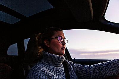 Woman driving car - p312m2092130 by Lisa  Öberg