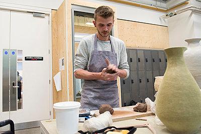 Man in art studio shaping clay - p429m1513852 by G. Mazzarini