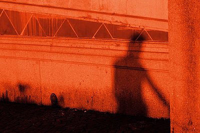 Shadow on the wall  - p450m1172657 by Hanka Steidle