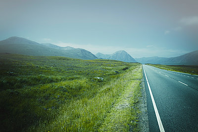 Road highway empty fog mist perspective distance - p609m1219837 by OSKARQ