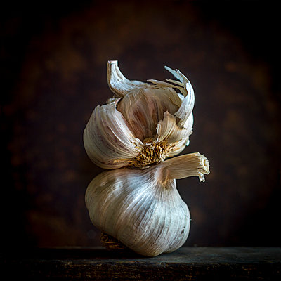 Garlic bulbs - p813m1222294 by B.Jaubert