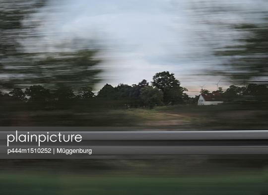 p444m1510252 by Müggenburg