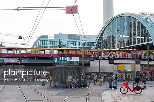 Subway station, Alexanderplatz, Berlin - p1332m2204587 by Tamboly