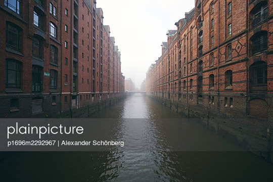 Speicherstadt - p1696m2292967 by Alexander Schönberg
