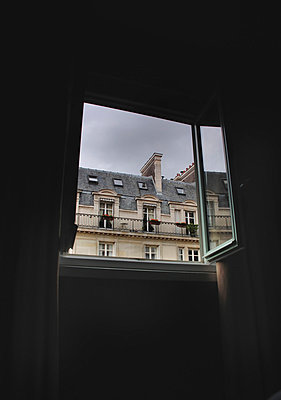 View of apartment block from hotel window in Paris - p1072m829268 by Neville Mountford Hoare
