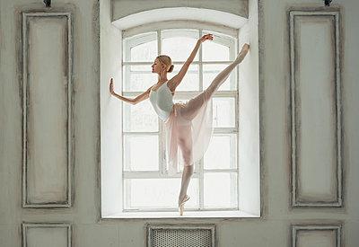 Ballerina - p1476m2026997 by Yulia Artemyeva