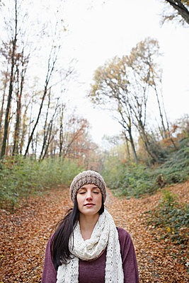 Young woman in autumn - p5864324 by Kniel Synnatzschke