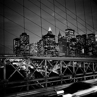 Manhattan Finanzdistrikt bei Nacht - p627m672305 by Kirsten Nijhof