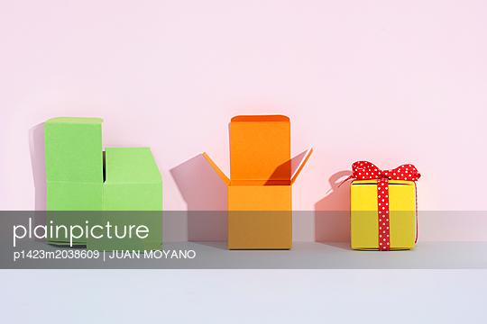 Kleine Boxen - p1423m2038609 von JUAN MOYANO
