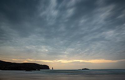 Am Buachaille sea stack at sunset, Sandwood Bay, Sutherland, Scotland, United Kingdom - p871m2113618 by Bill Ward