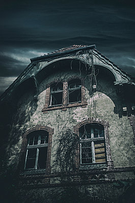 Geheimnisvolles Haus - p794m949572 von Mohamad Itani