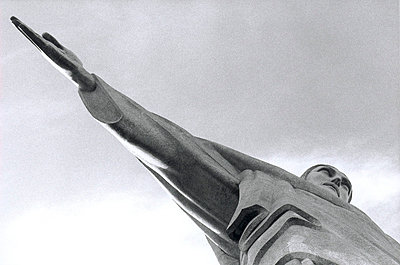 Christusstatue auf dem Corcovad in Rio - p9791815 von Strazar