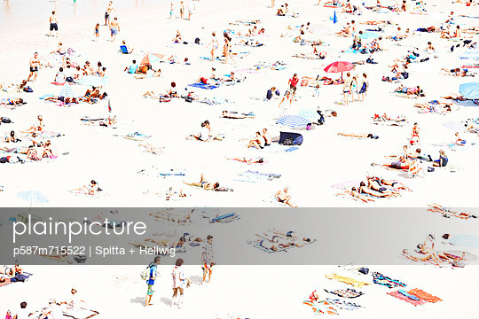 At the beach - p587m715522 by Spitta + Hellwig