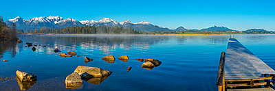 Germany, Bavaria, Allgaeu, Lake Hopfensee in the morning - p300m1459952 by Walter G. Allgöwer