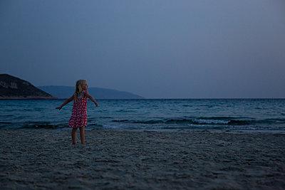 Sommerabend genießen - p454m2163849 von Lubitz + Dorner
