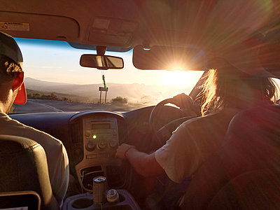 two male caucasian driving in a car, sunset, South Africa - p300m1085957 by Matthias Buchholz