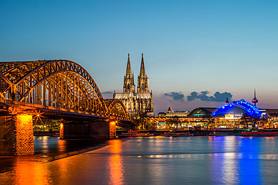 Cologne at night - p401m1362192 by Frank Baquet