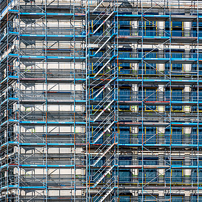 Facade with scaffolding - p401m2179214 by Frank Baquet