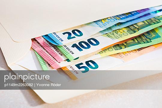 Banknotes - p1149m2263082 by Yvonne Röder