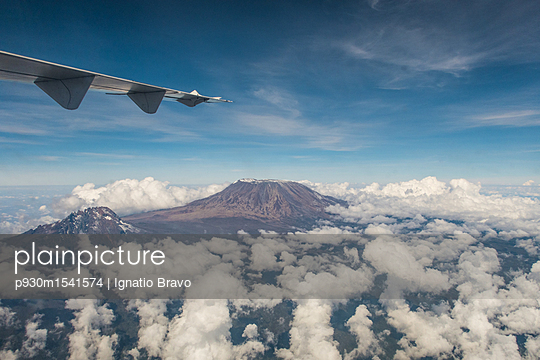 Flugreise - p930m1541574 von Phillip Gätz