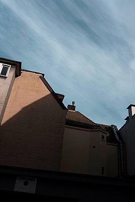 Häuser und Himmel - p1340m2057814 von Christoph Lodewick