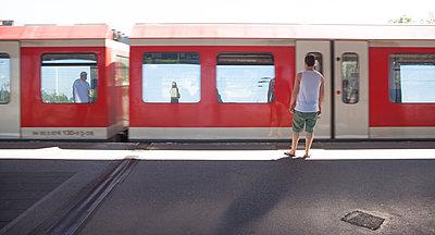 Sommer in der Stadt - p454m1172599 von Lubitz + Dorner