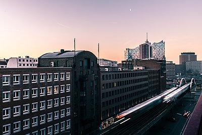 Hamburg um 7.00 - p710m2065157 von JH