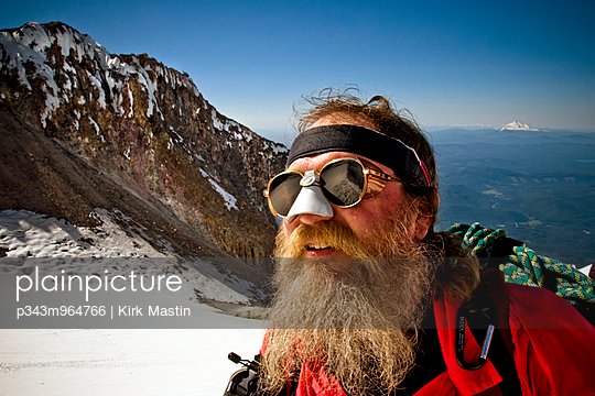 A bearded man looks up at the summit of Mount Hood, Oregon. - p343m964766 by Kirk Mastin