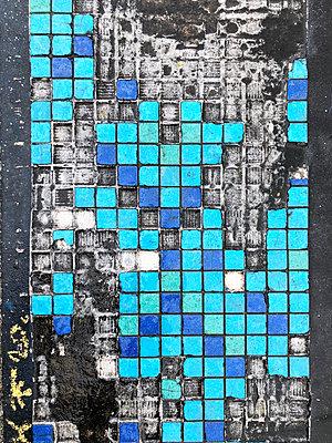 Weathered mosaic tiles - p237m2277986 by Thordis Rüggeberg