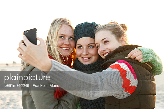 Selfie - p981m952248 by Franke + Mans