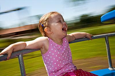 Kind auf Spielplatz - p1386m1441768 von beesch