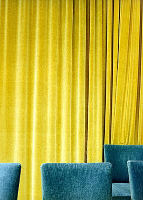 Gelbgrüner Vorhang - p6060227 von Iris Friedrich