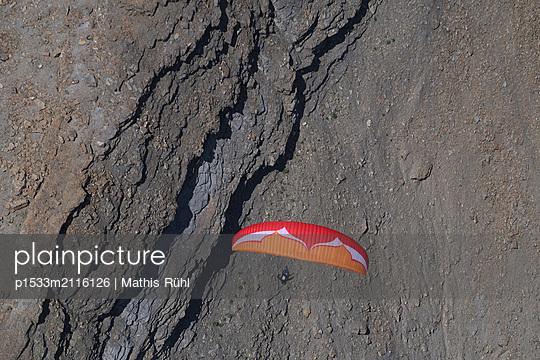 Paragliding - p1533m2116126 by Mathis Rühl