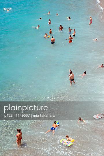 Badegäste in Amalfi - p432m1149587 von mia takahara