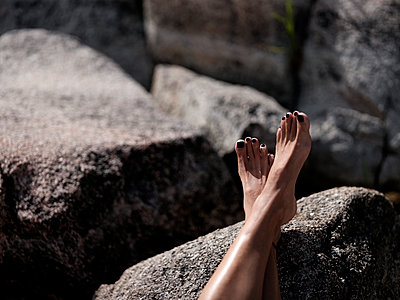 Woman's feet - p551m2056699 by Kai Peters
