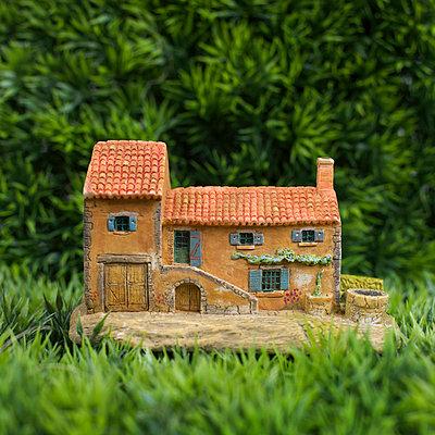 Toy house - p8130341 by B.Jaubert