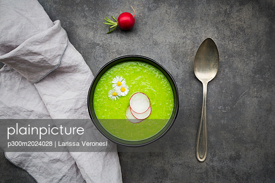 Radish green soup - p300m2024028 von Larissa Veronesi