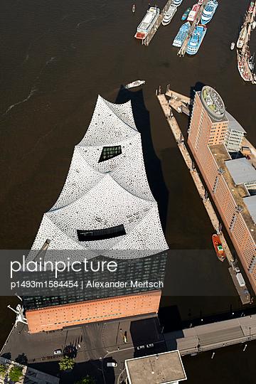 Konzerthaus Elbphilharmonie von oben, Hamburg (Luftaufnahme) I - p1493m1584454 von Alexander Mertsch