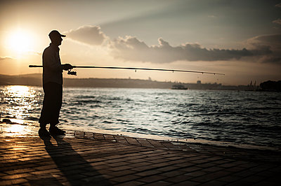 Fishing in Istnabul - p1007m959825 by Tilby Vattard