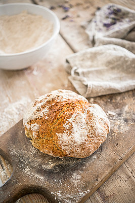 Freshly baked loaf of bread - p936m1161843 by Mike Hofstetter