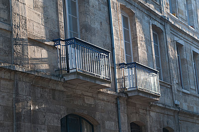 Two balconies, Bordeaux - p1170m1559030 by Bjanka Kadic