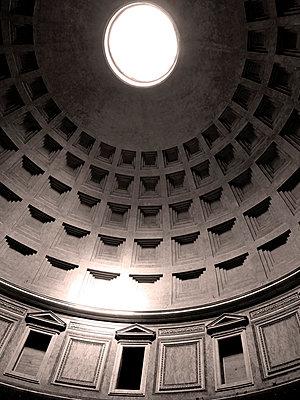 Pantheon - p1189m1017060 von Adnan Arnaout