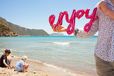 Enjoying holidays - p454m2191553 by Lubitz + Dorner