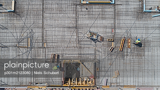 Aerial view from above rooftop construction site - p301m2123080 by Niels Schubert