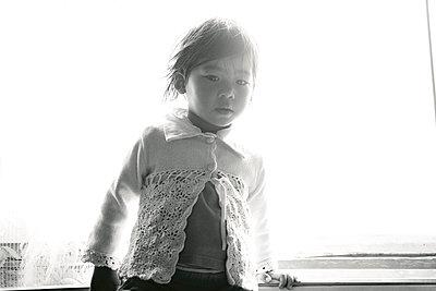 Little asian girl - p1146m939882 by Stephanie Uhlenbrock