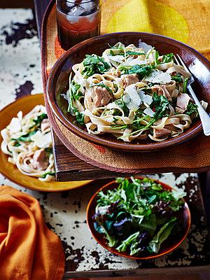 Still life of tuna parmesan pasta, salad and spinach - p429m935439 by BRETT STEVENS