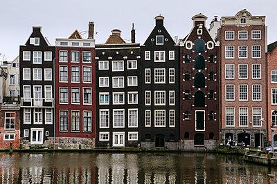 Häuserzeile in Amsterdam - p1357m1510882 von Amadeus Waldner