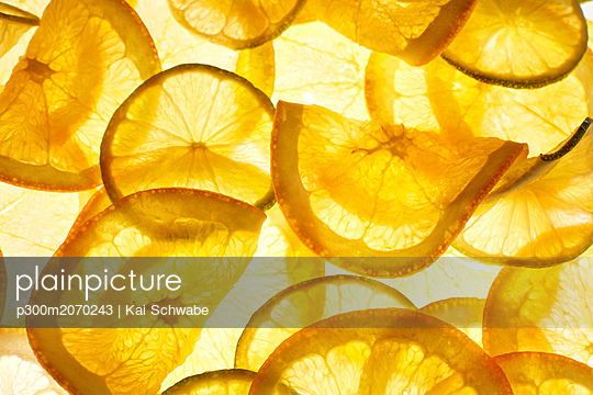Thin orange slices - p300m2070243 by Kai Schwabe