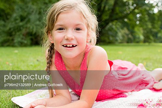 Im Sommer - p796m2132689 von Andrea Gottowik